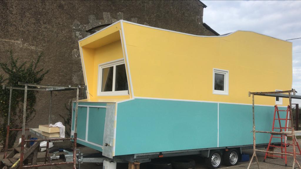 tiny house ecrit avec les pieds